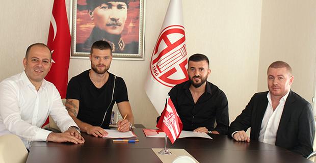 Rıdvan ve Celustka İmzaladı