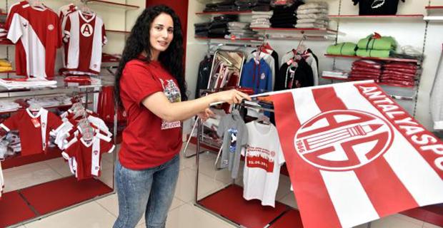 Store'da Eto'o Bereketi