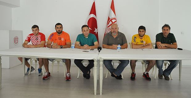 Antalyaspor'da Üç İsim Daha İmzaladı