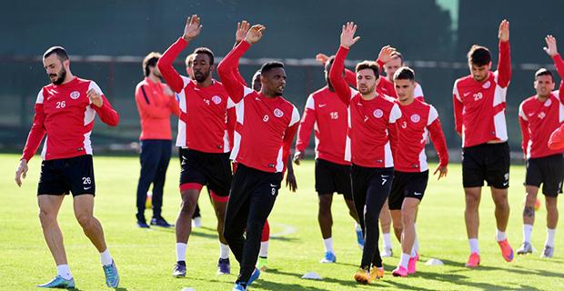 Antalyaspor'da Öne Çıkan Futbolcu Değişmedi