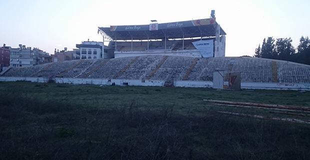 Taraftar Atatürk Stadyumu'na Vedaya Hazırlanıyor