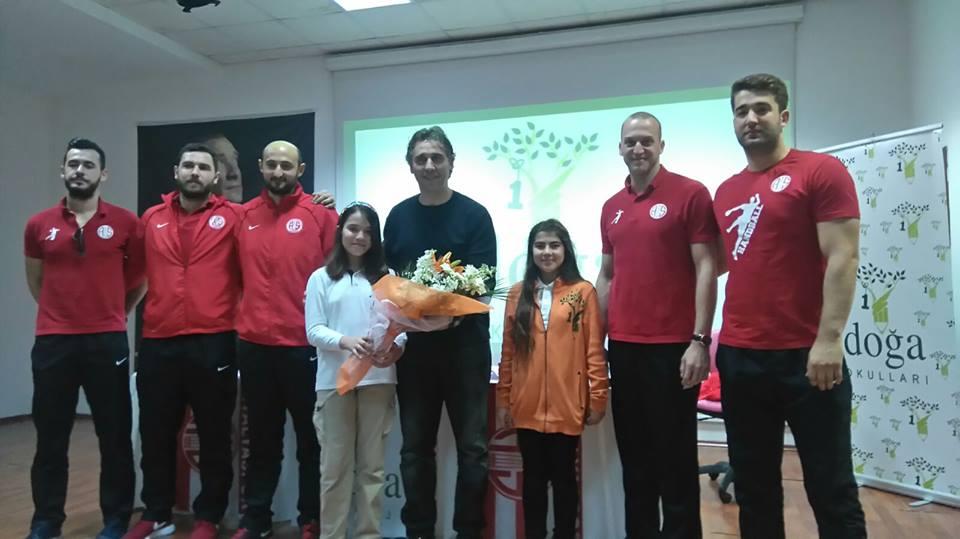 Minik Öğrenciden Antalyaspor'a Şiir