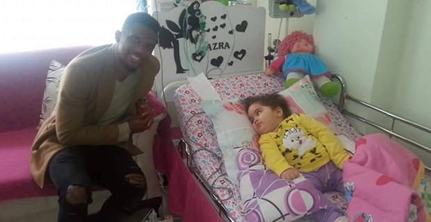 Eto'o'dan Azra Bebeğe Ziyaret