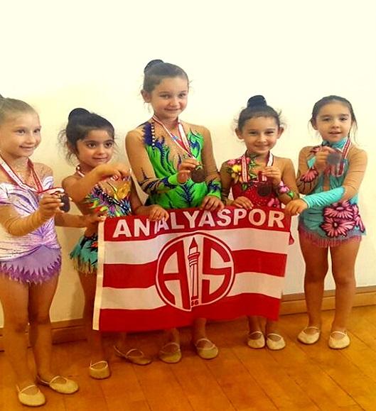 Antalyasporlu Miniklerden Cimnastik Derecesi