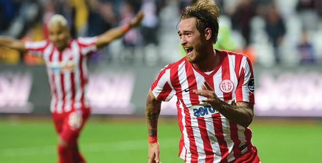 Antalyaspor'un Eski Oyuncusu Geri Dönüyor