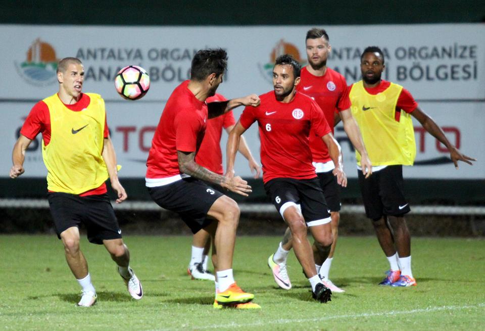 Galatasaray Hazırlıkları Devam Ediyor