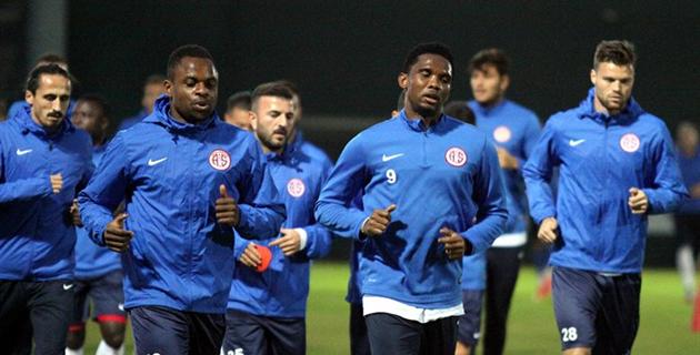 Medipol Başakşehir Maçının Hazırlıkları Başladı