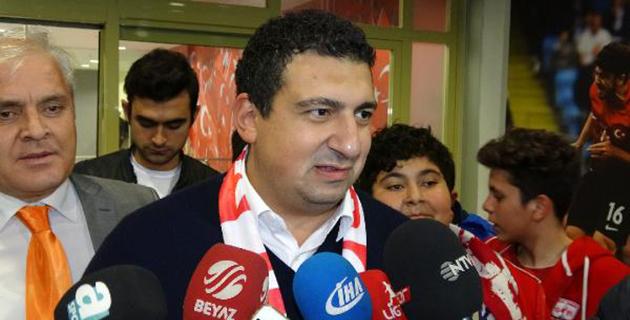 Öztürk'ten Galatasaray Yönetimine Destek