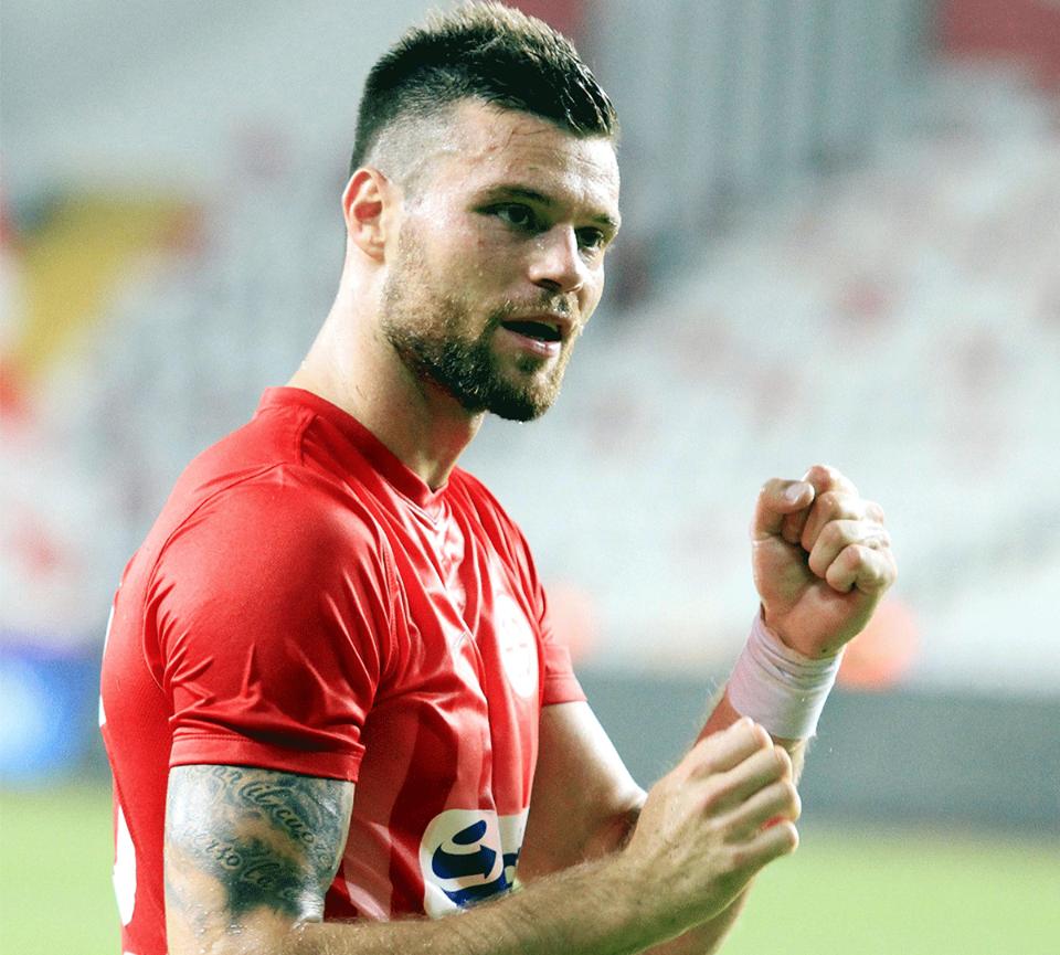 Celustka Antalyaspor'da Kaldı