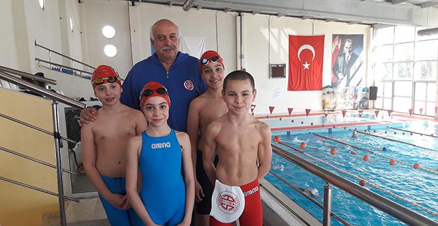 Yüzücüler Olimpiyatlara Hazırlanıyor