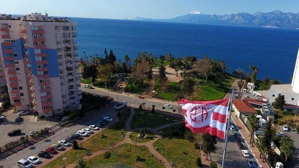 Antalyaspor Bayrağı Antalya'nın Kalbinde