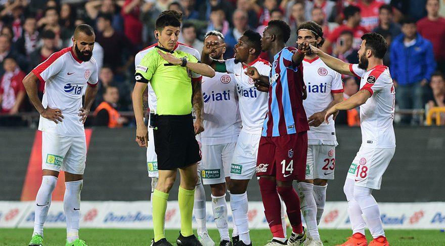 Antalyaspor'da Hakem Tepkisi Sürüyor