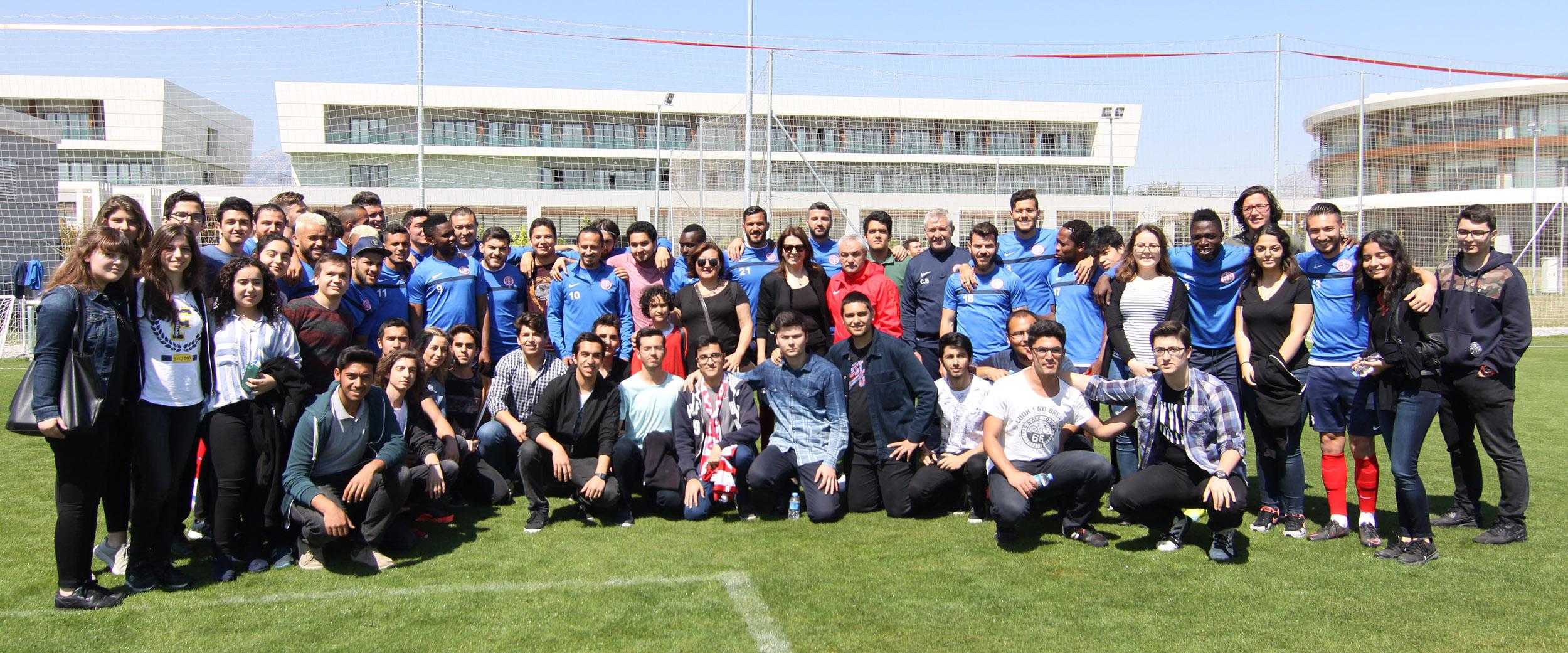 Öğrencilerden Antalyaspor'a Ziyaret