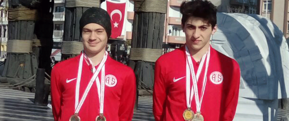 Antalyaspor Genç Yüzücüleriyle Zirvede