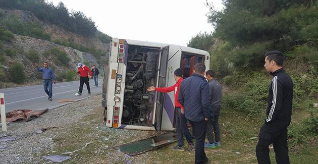 Taraftarları Taşıyan Otobüs Kaza Yaptı