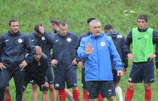Salzburg Kampı Yağmur Altında Sürdü