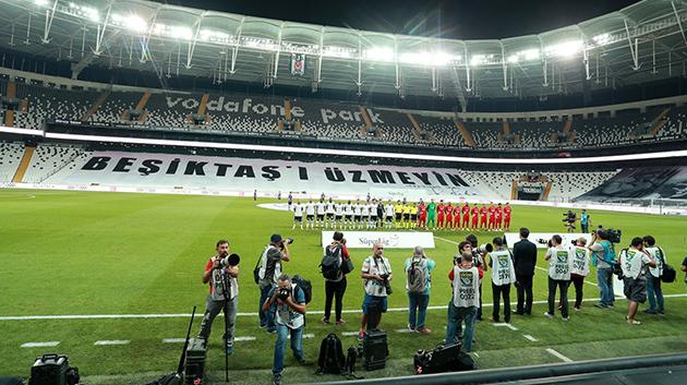 """Cüneyt Çakır Beşiktaş'ı """"Üzmedi"""""""