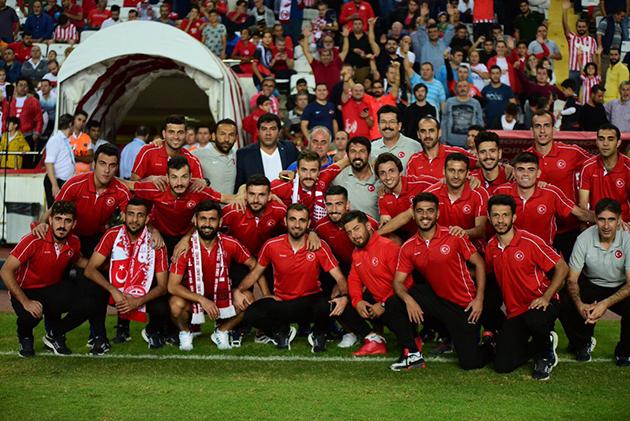 İşitme Engelliler Futbol Milli Takımı Maçı İzledi