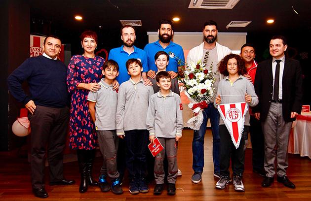 Antalyaspor Bahçeşehir Koleji'ne Konuk Oldu