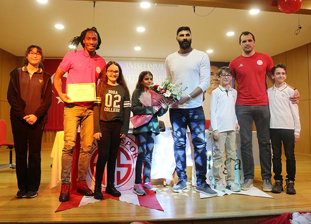 Antalyaspor'dan Doğa Koleji'ne Ziyaret