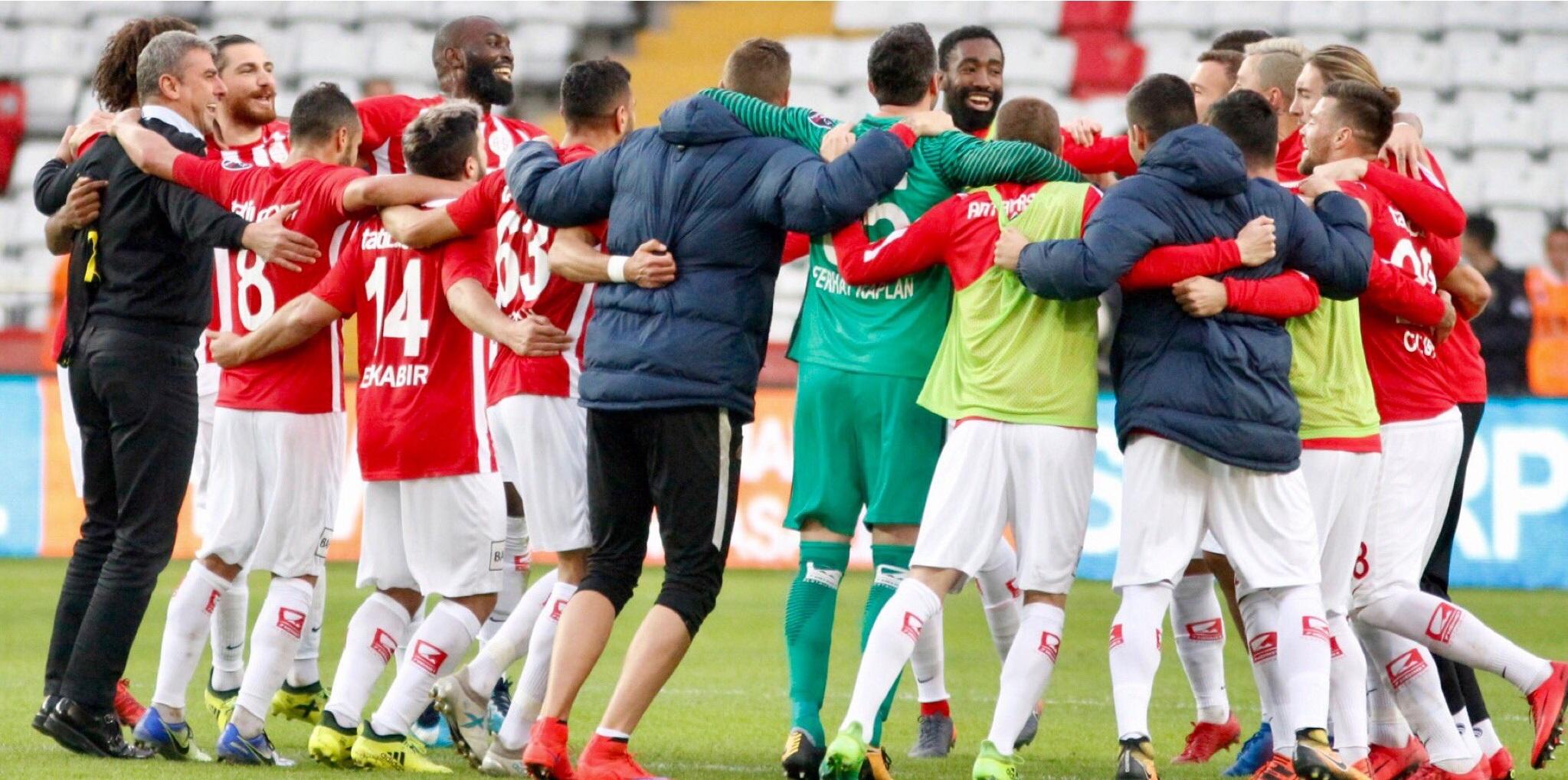 Antalyaspor Süper Lig'de Kalmayı Garantiledi
