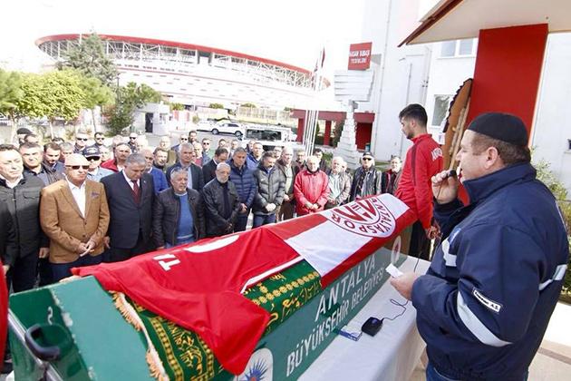 Tanju Çetinkaya'ya Kulüpte Tören