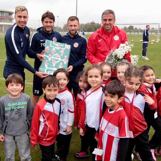 Antalyaspor'a Miniklerden Ziyaret