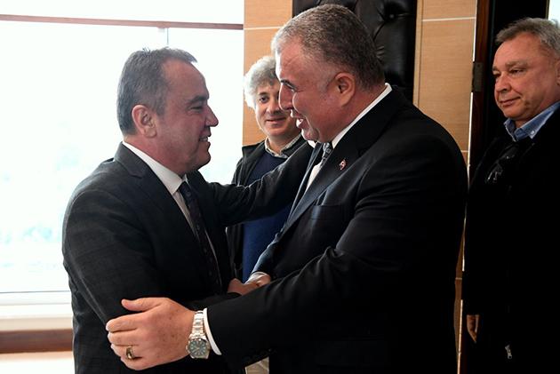 Antalyaspor Yönetiminden Başkan Böcek'e Ziyaret