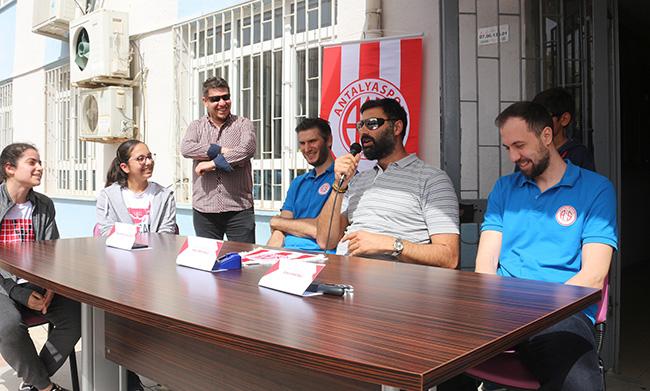 Basketbolcular, Yeniköy Ortaokulu'nun Konuğu Oldu