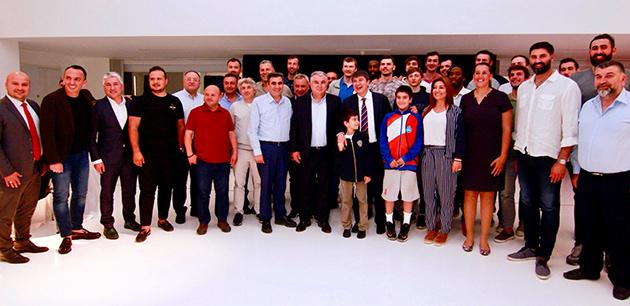 Basketbol Takımı, Akşam Yemeğinde Buluştu