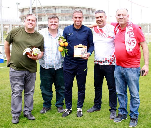 Finikeli Taraftarlardan Antalyaspor'a Destek