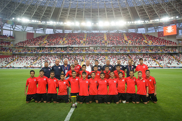 Maç Öncesi U16 Takımına Kupa Seremonisi Yapıldı