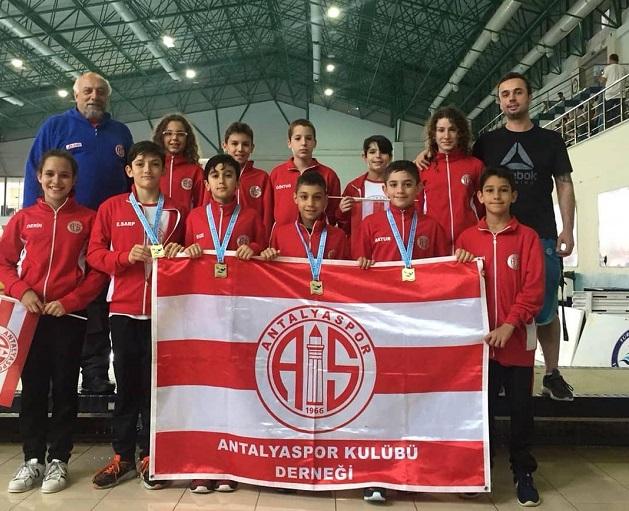Antalyaspor'un Yüzücüleri Kürsüye Damga Vurdu