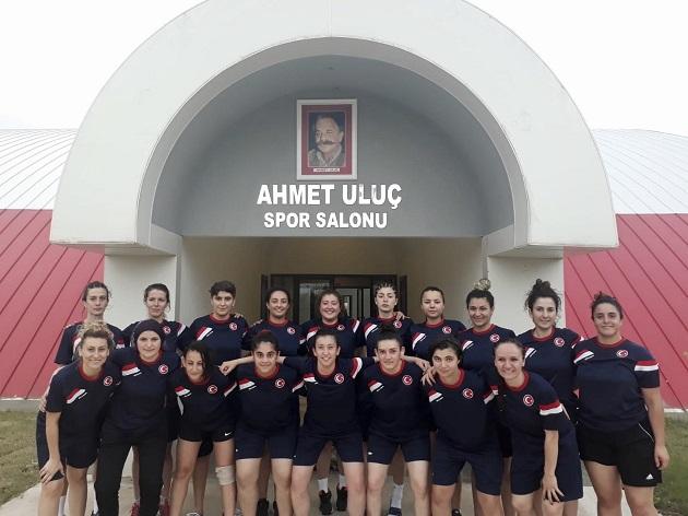 İşitme Engelliler Kadın Milli Hentbol Takımı Şampiyonaya Antalya'da Hazırlanıyor