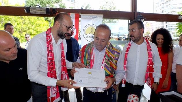 Bakan Çavuşoğlu Ortak Kahvaltıda Ağırlandı