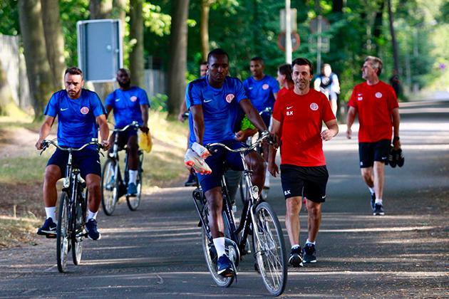Antalyaspor Hollanda'da İlk Çalışmasını Yaptı