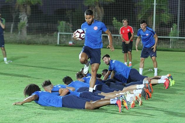 Kayserispor Maçı Öncesi Antalya'da Son Antrenman Yapıldı