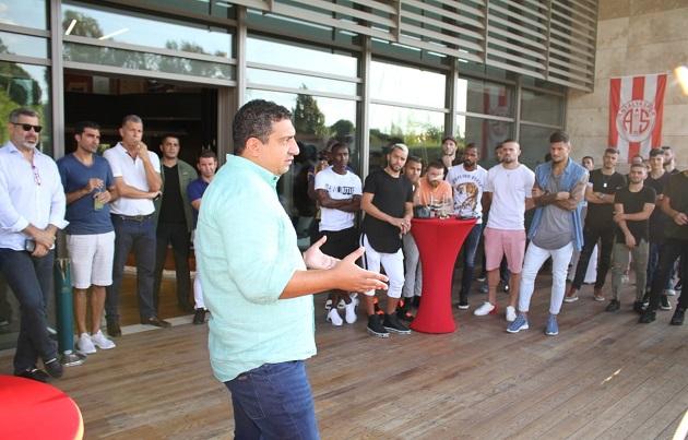 Ali Şafak Öztürk, Oyuncular ve Teknik Heyeti Ağırladı