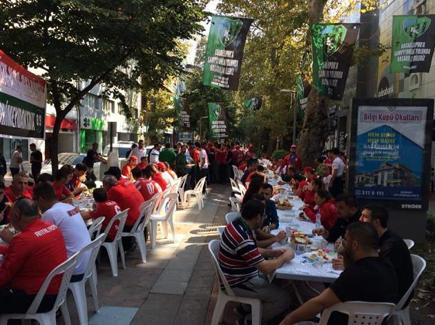 Hodri Meydan Grubundan Taraftarlara Kahvaltı Organizasyonu
