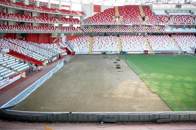 Antalya Stadyumu'nda Zemin Çalışması