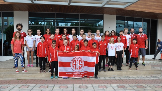 Antalyaspor Yüzme Sporcularından Muhteşem Başarı