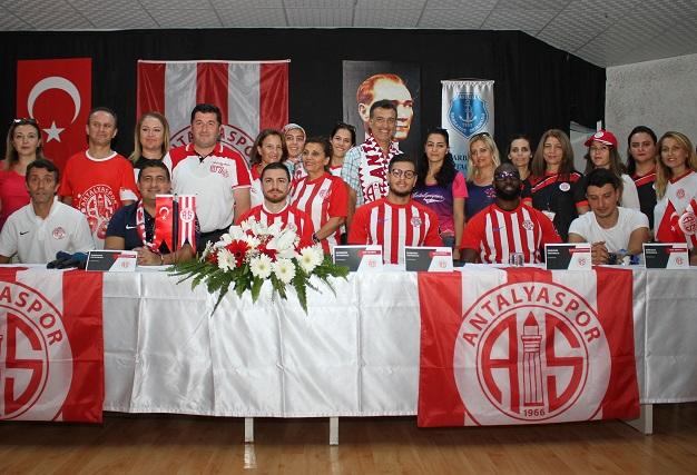 Antalyaspor Barbaros Ortaokulu'nu Ziyaret Etti