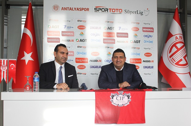 Hentbol Takımı'na CIP Travel Agency İsim ve Forma Sponsoru Oldu