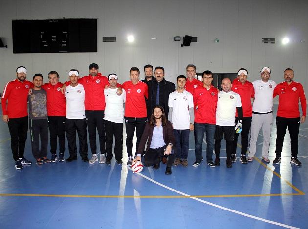 Teknik Heyet Görme Engelli Futbolcularla Dostluk Maçı Yaptı