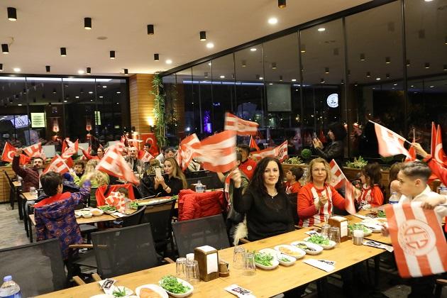 Antalyaspor'un Altyapı Antrenörlerine Kaynaşma Yemeği