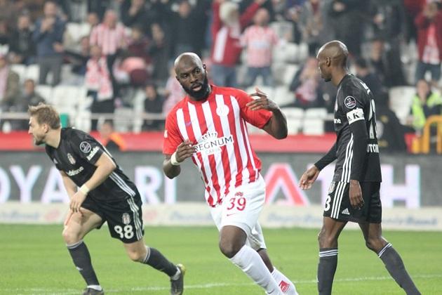 Antalyaspor'da Dört Oyuncuyla Sözleşme Uzatıldı