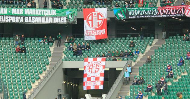 Antalyaspor Bayrağı Kocaeli Stadyumu'ndaki Yerini Aldı