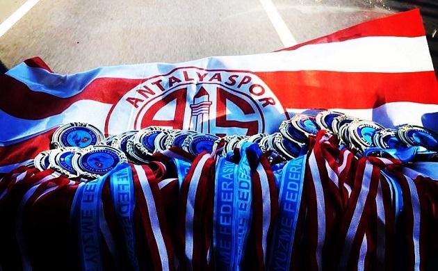 Antalyaspor Yüzme Takımı İzmir Yarışlarına Damga Vurdu