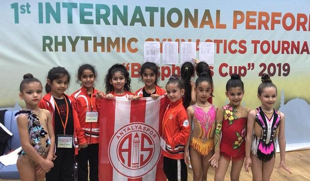 Antalyaspor Cimnastik Takımı Bosphorus Cup'ta Yarıştı