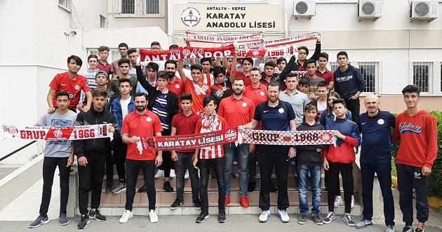Antalyaspor Hentbol Takımı Karatay Anadolu Lisesi'ne Konuk Oldu